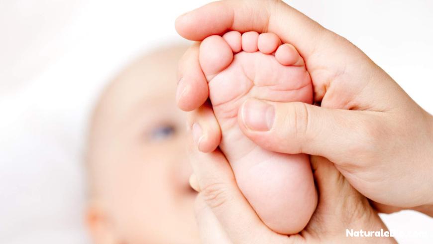 massaggio neonato olio di cocco