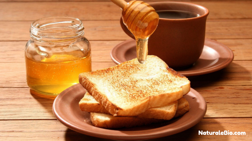 miele di Manuka sul pane