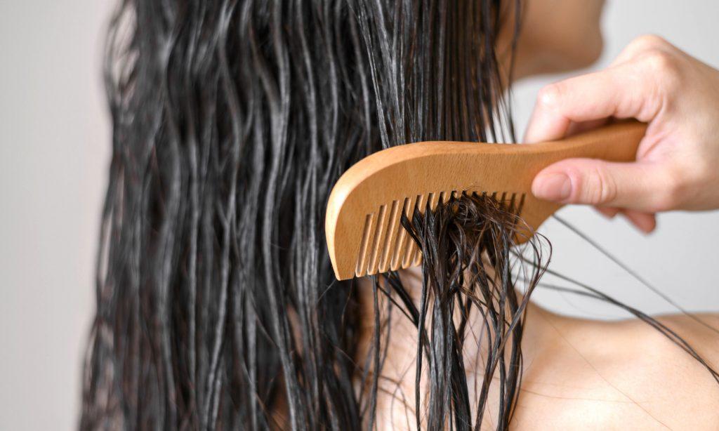 Olio di cocco come maschera pre-shampoo
