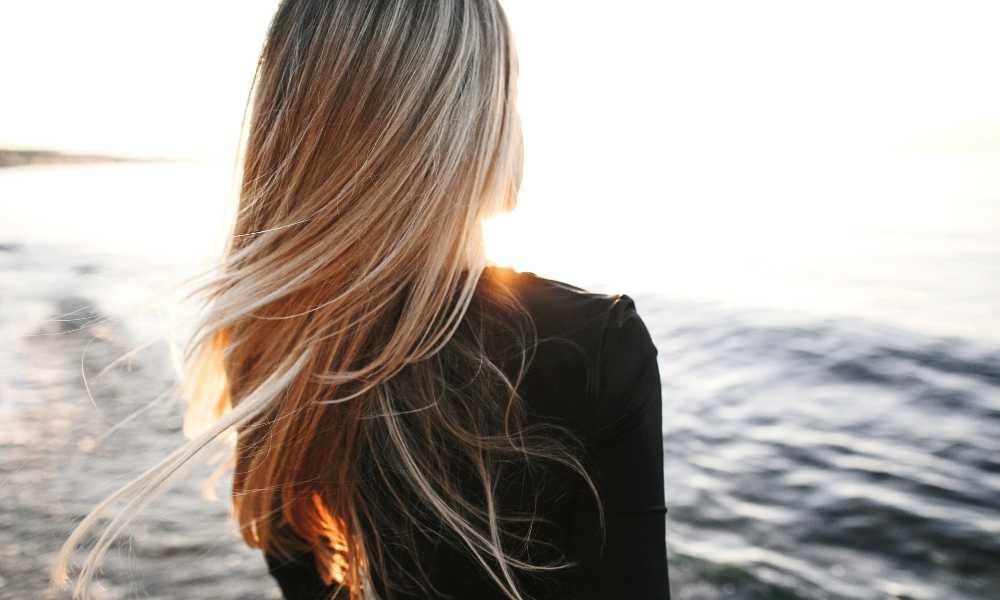 Come proteggere i capelli dal sole con l'olio di cocco